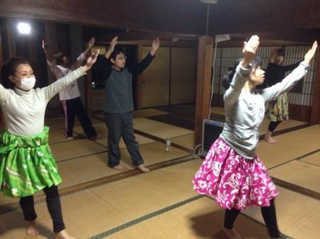 つくるフラダンス1.jpg